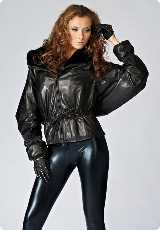 мужские кожаные куртки с капюшоном.