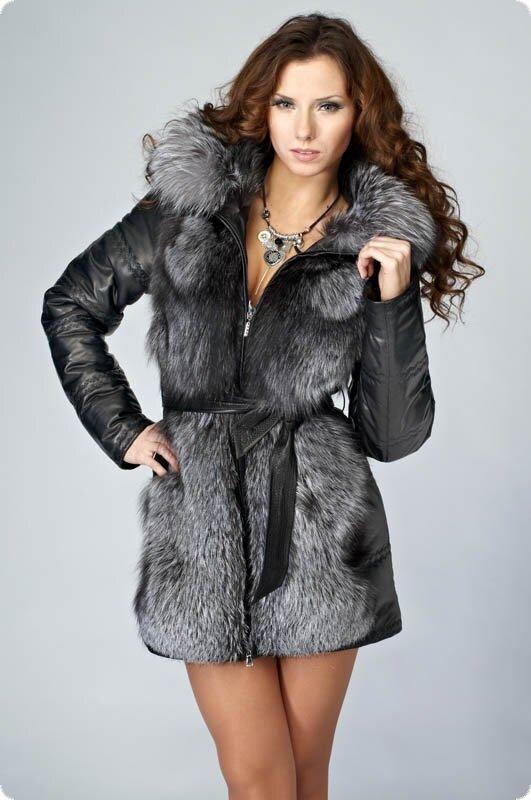 Описание: Зимняя кожаная куртка с чернобуркой.